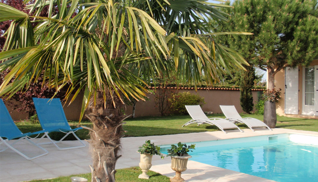 Bed and breakfast le clos des pins at brindas near lyon for Piscine brignais