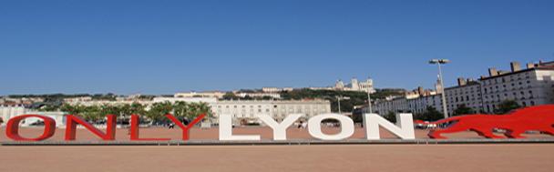 Loin Des Bruits De La Ville Vous Apprécierez Le Calme De La Campagne Tout  En étant Proche Du Quartier Historique Et Du Centre De Lyon